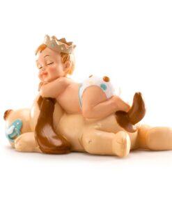 Figurina necomestibilă – Figurină de tort pentru botez – Băiețel cu cațel dormind, 10x7x6 cm- Dekora