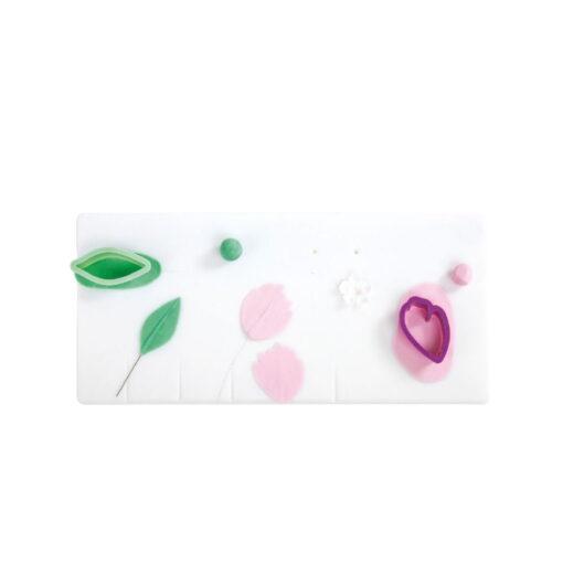 Plansa de lucru cu santuri ,pus petale si frunze pe sarma-Decora